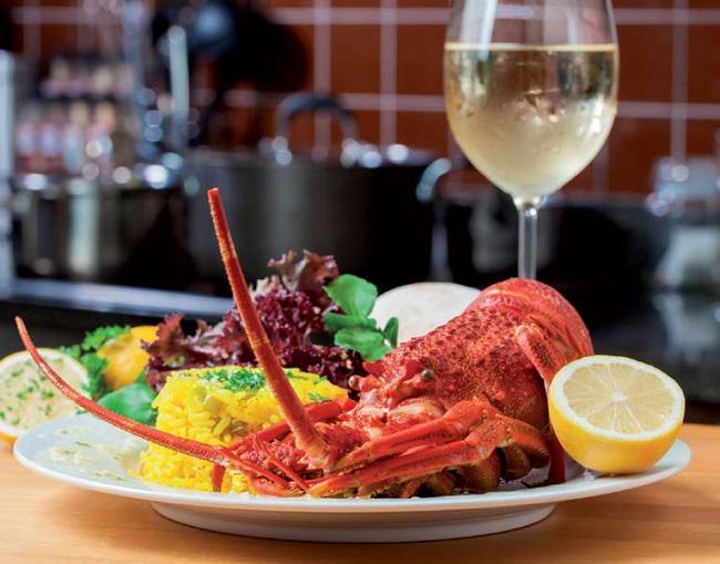 Hải sản nên kết hợp với rượu vang nào chuẩn nhất?