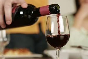 Có thể bạn chưa biết lợi ích uống rượu vang trước khi đi ngủ