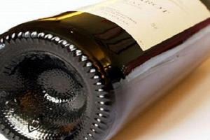 Vì sao đáy chai rượu vang bị lõm?