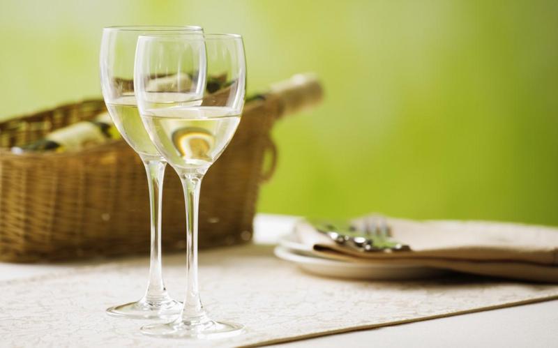 Rượu vang nên kết hợp với loại đồ ăn nào